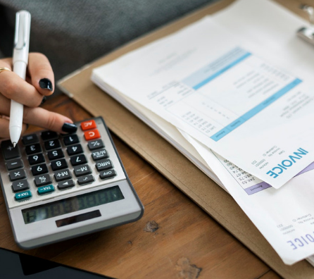 What should one know before issuing a GST complaint tax invoice?